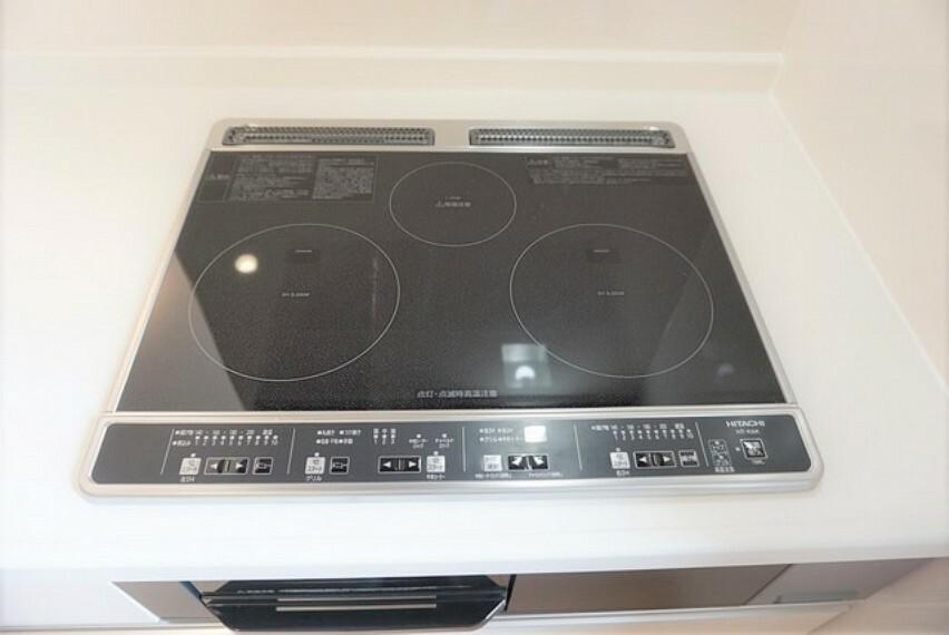 キッチン 同仕様写真。火を使わないIHクッキングヒーター。お子様と安全に料理が楽しめます^^