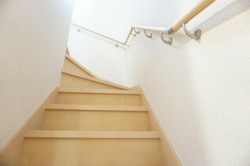 同仕様写真。段数を通常より1段多く段差を低く設定し、より安全な階段を追求しました。
