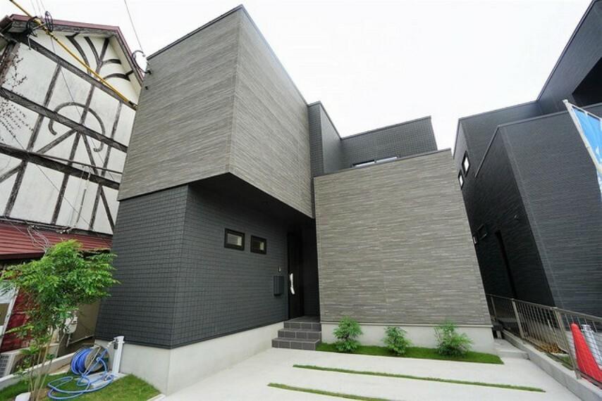 現況外観写真 デザイナーズ住宅。シンプルモダンな飽きのこないデザインです^^