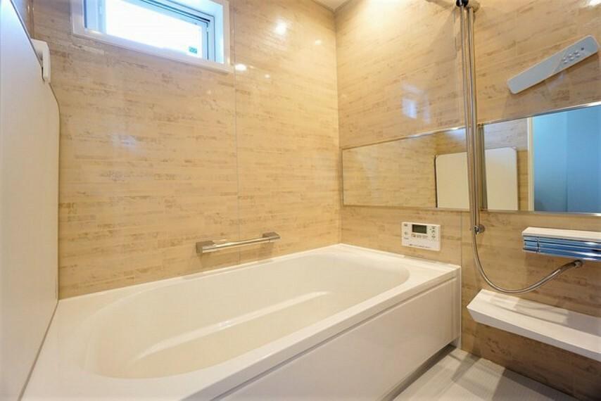 浴室 1日の疲れを癒すくつろぎのバスルーム。足を伸ばしてもゆったりと入れるサイズです。