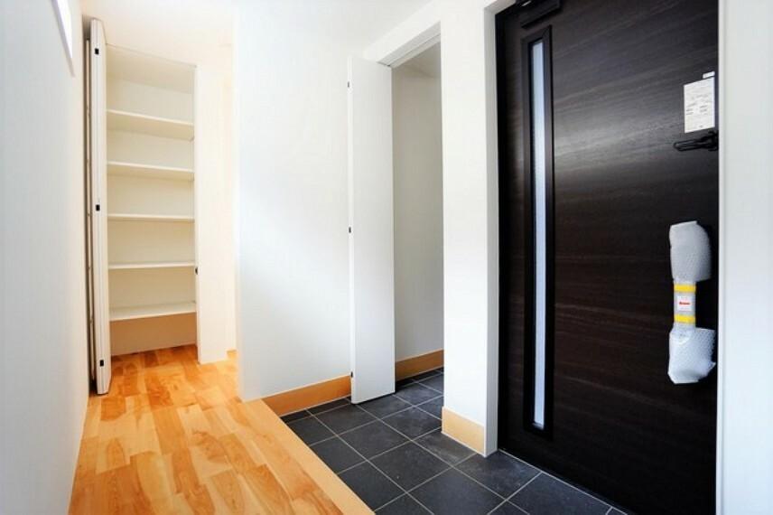 玄関 収納力豊かなシューズクローゼット。玄関周りがすっきり片付きます。