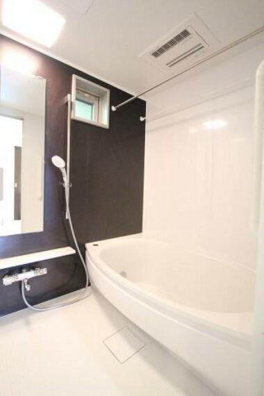 浴室 大きな浴槽で日々の疲れ癒して下さい