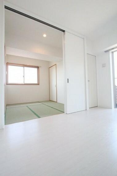 洋室 和室と洋室の扉を開けると開放的ですね!