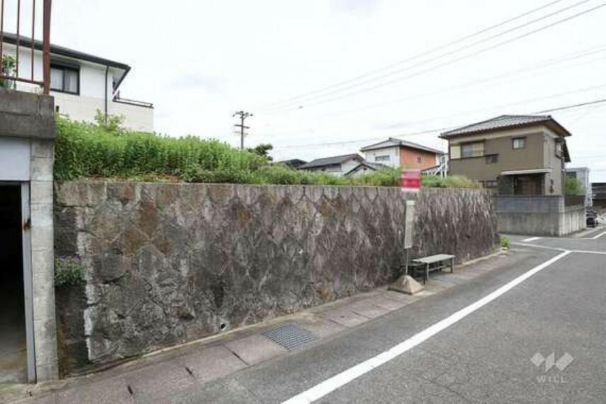 現況写真 物件目の前がバス停のため移動するのに便利です。
