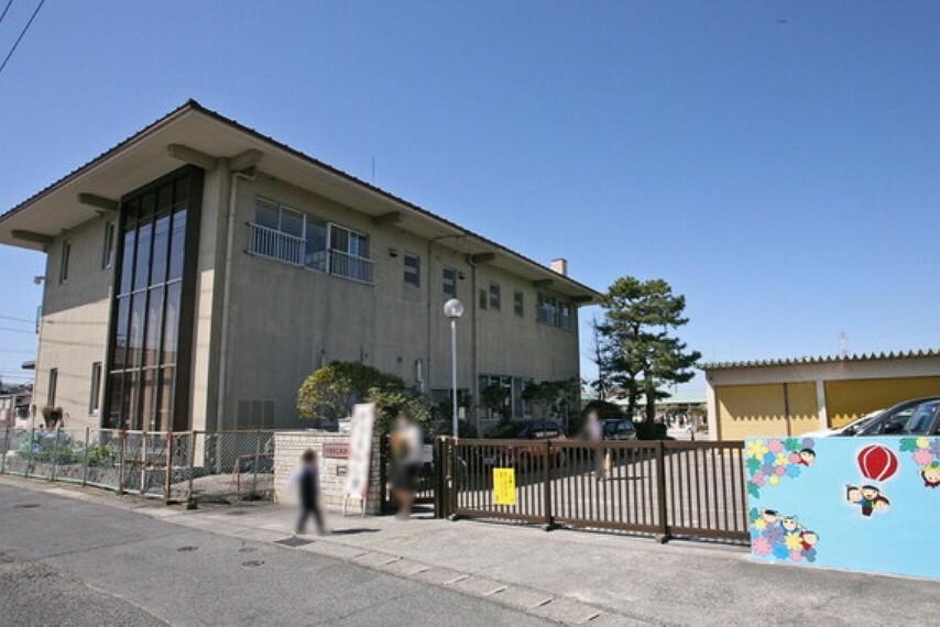 幼稚園・保育園 徒歩13分の位置にある保育園です。保育時間は平日は午前7時30分から午後7時、土曜日は午前7時30分から午後2時です。