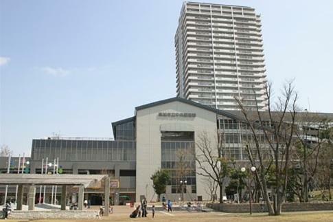 図書館 草加市立中央図書館 埼玉県草加市松原1-1-9