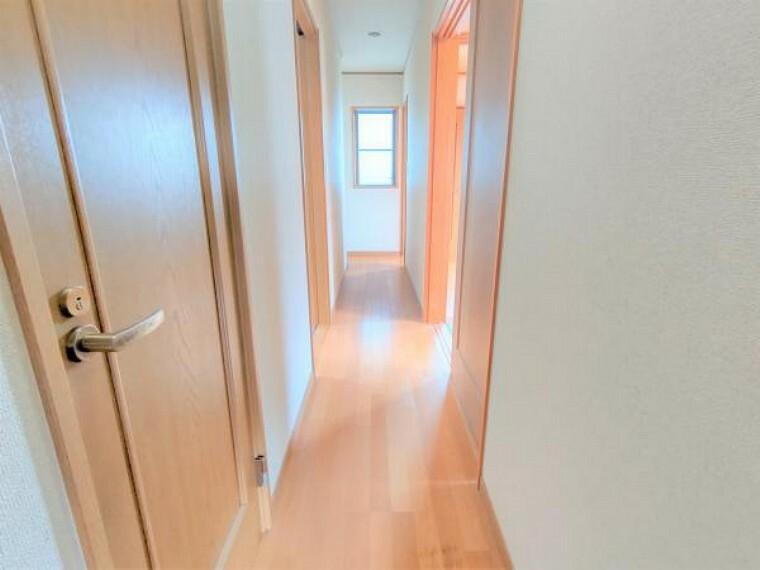 【リフォーム中】2階廊下は壁・天井はクロス張替え、床はフローリングの重ね張りを行います。