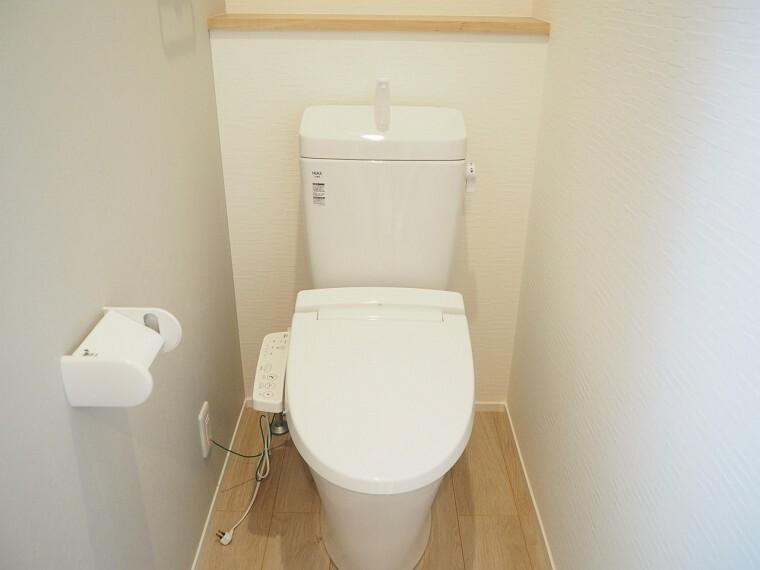 洗面化粧台 トイレ  温水洗浄便座なので、便座が温かく冬でも快適です