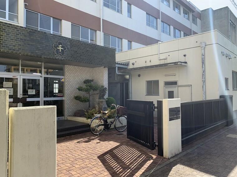 周辺の街並み 名古屋市立千種小学校