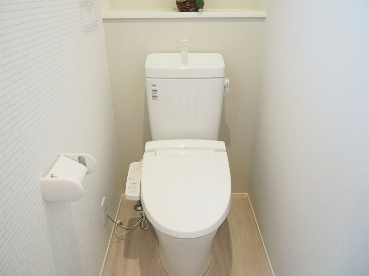 トイレ トイレ  温水洗浄便座なので、便座が温かく冬でも快適です