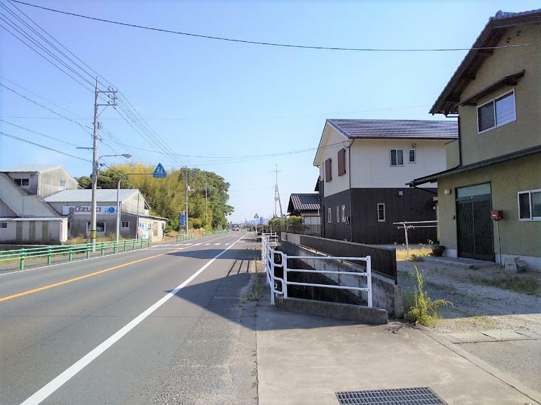 現況写真 東側の道路はゆったり10mで開放的!