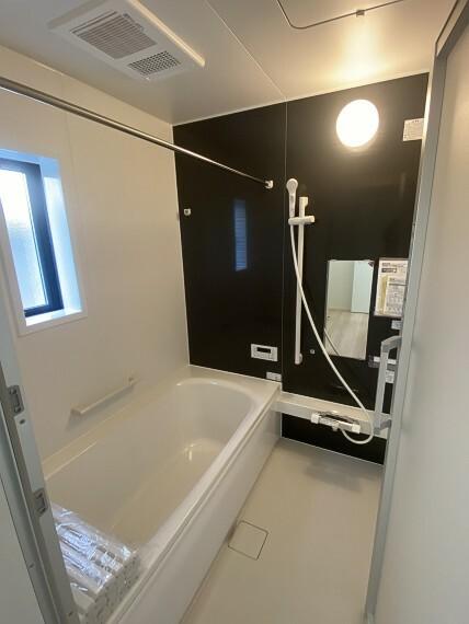 浴室 浴室乾燥機完備で、雨の日でもお洗濯物を干すことが出来ます。