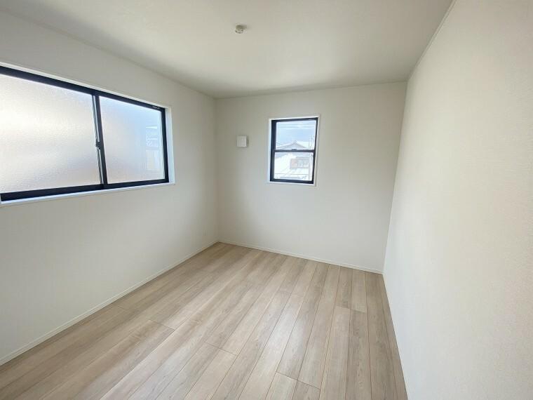 居間・リビング 全室2面採光で暖かな陽の光が差し込むお家です。