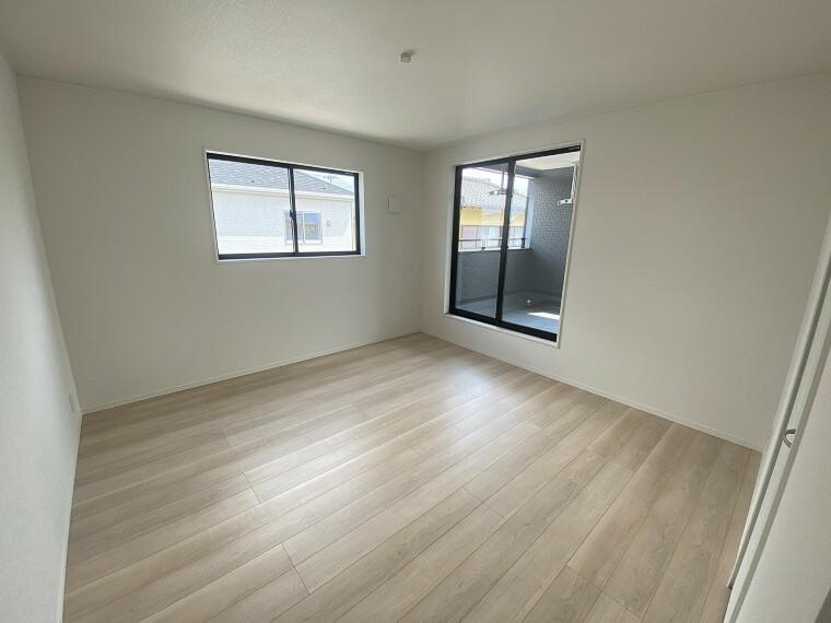 居間・リビング 2階の居室にはそれぞれ大きな収納があり、スッキリとしたお部屋を保てます。