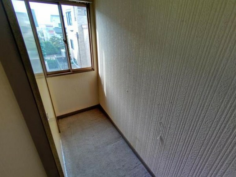 収納 【2階納戸】2階洋室の収納になります。リフォームではウォークインクローゼットに変更致します。収納があるとお部屋を綺麗に使うことができたりと様々なメリットが御座います。