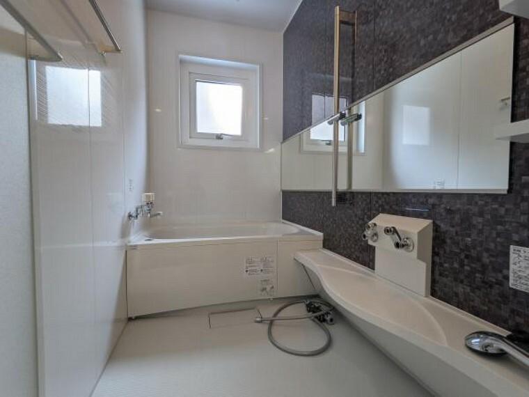 浴室 【同仕様写真】変形1坪サイズユニットバス(色についてはこの限りではありません。)