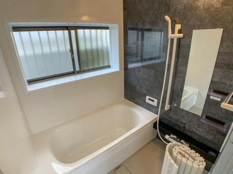 浴室 【風呂】浴室はハウステック製新品を導入しました。足を伸ばして入浴できますよ。