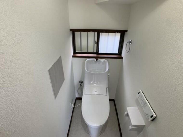 トイレ 【トイレ】トイレはリクシル製の新品を導入しました。照明やクッションフロアの新設も実施し、エコカラットも施工しました。