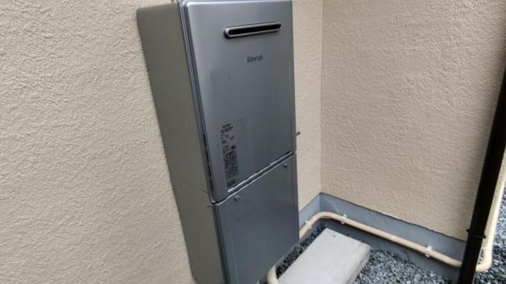 【給湯器】新品の給湯器が新設されております。すぐにガスを使用できます。