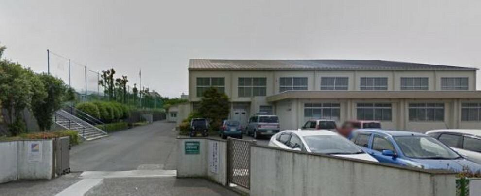 小学校 【小学校】富士見台小学校まで約400m徒歩約5分です。忘れ物をしてもすぐに取りに行ける距離ですね。
