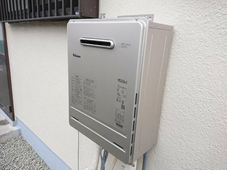 【同仕様写真】ガス給湯器は新品に交換致します。住み始めてからお湯が出ないといったトラブルも未然に防げるので安心ですね。
