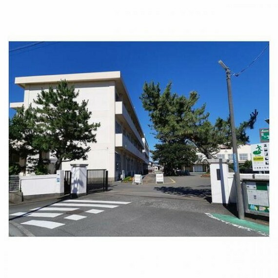 小学校 【小学校】元吉原小学校まで約1.6km(徒歩約20分)です。毎日の通学が楽しくなりそうな距離ですね。