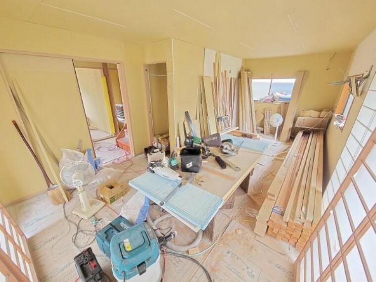 居間・リビング 【リフォーム中】独立した畳のリビングは、イマドキのフローリング張りの一体感あるLDKに間取り変更します。