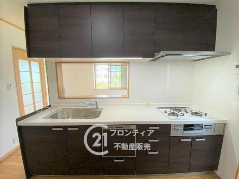 キッチン 食洗機付きのシステムキッチンで後片付けも楽々!