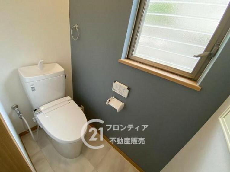 トイレ 1階、2階共に温水洗浄便座