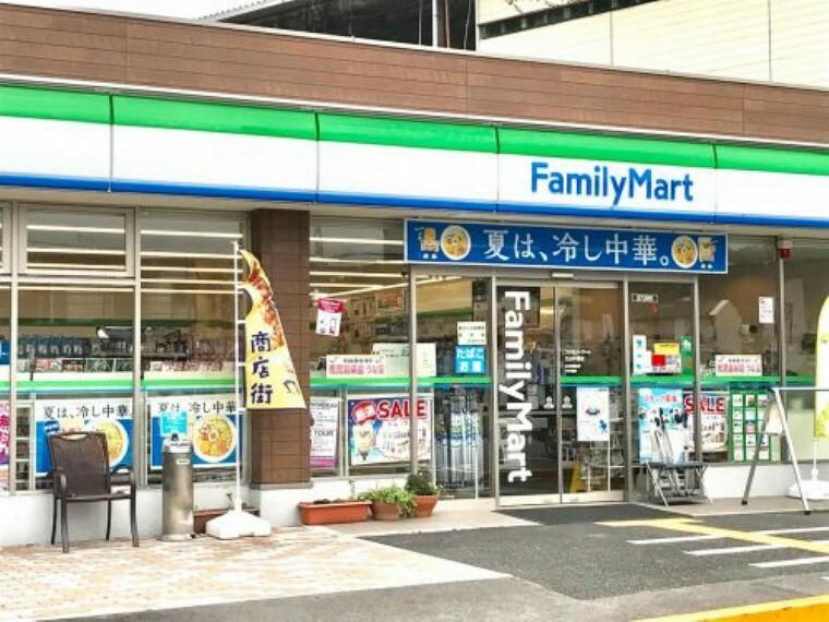 コンビニ 【コンビニエンスストア】ファミリーマート 三山木西店まで2032m