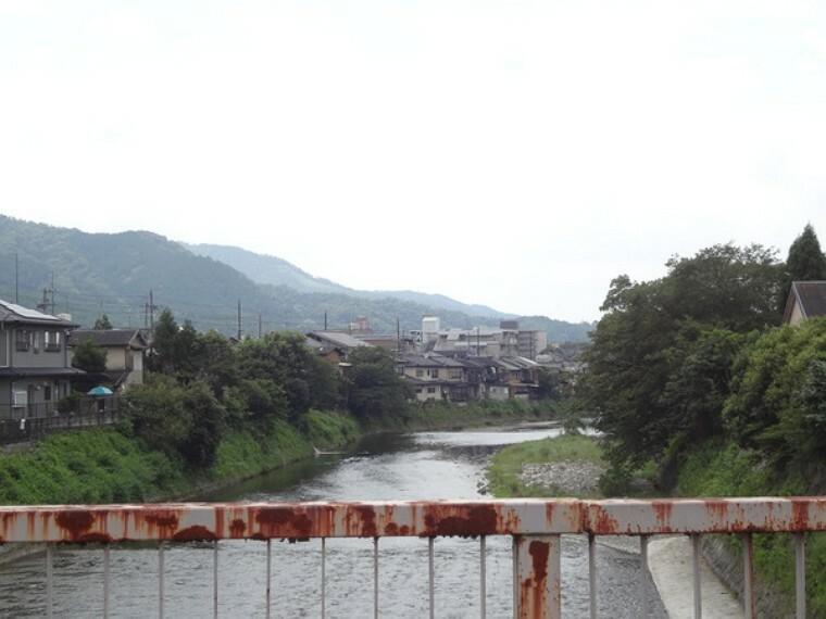外観・現況 高野川から大文字送り火を望む