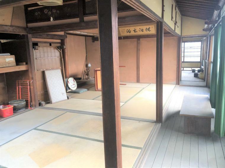 和室 広々とした和室のお部屋!