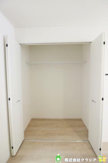 収納 食品、調理器具、食器などを収納してくれるパントリー。キッチンでの作業がスムーズになりますね(2021年8月撮影)
