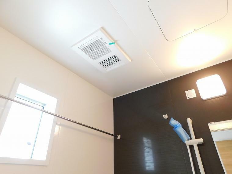 浴室 【施工例】オートバスなのでお湯はり、温度調節も楽々!浴室乾燥機つきで雨の日も気にせずお洗濯が可能です。