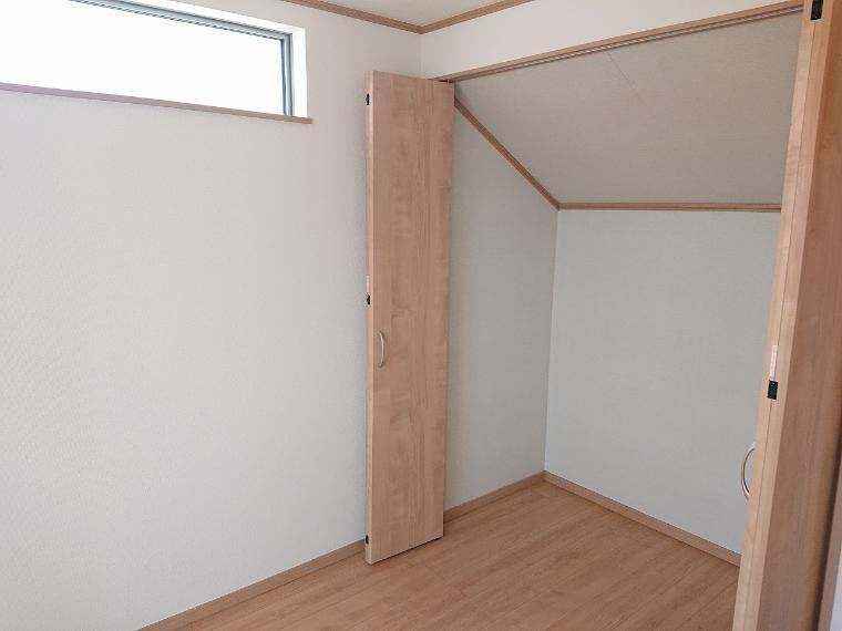 収納 収納たっぷりの明るい洋室