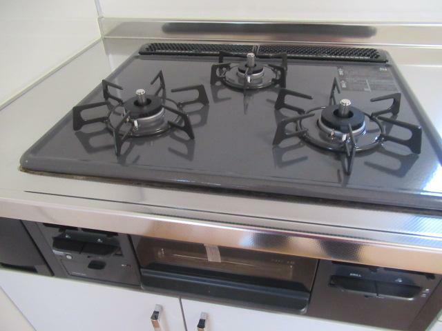 キッチン お料理もはかどる三口コンロです