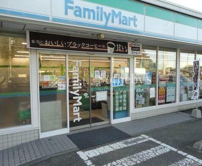 コンビニ ファミリーマート横須賀長井一丁目店 徒歩15分。