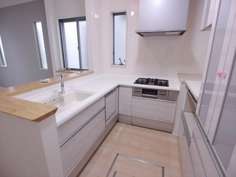 キッチン 動線が短く、手早く作業できるL型キッチン。家事がスムーズに進みます。