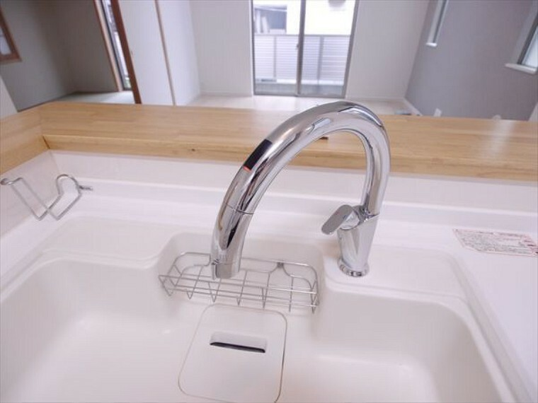 キッチン 手をかざすとお水が出ます! お料理中に便利な機能です!