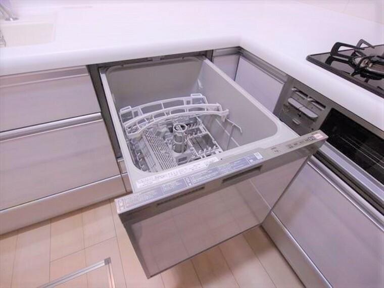 キッチン 食器洗乾燥機付き、忙しい生活をサポートします。