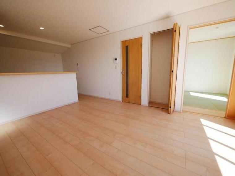 居間・リビング プライベートが充実する設計です。温かい陽光が差し込み、輝きに満ちた空間を実現してくれます。(リビング施工例)