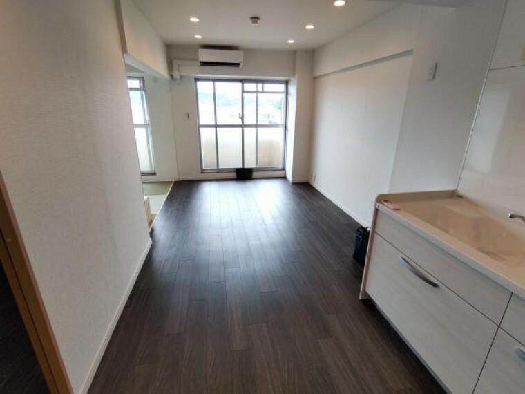 居間・リビング 価格には消費税、リフォーム費用を含みます。自社物件につき随時ご案内可能。内覧希望の方はお電話ください。
