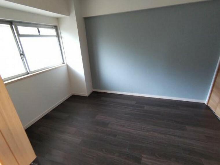 廊下側の洋室です。床やクロスの張り替えを行いました。