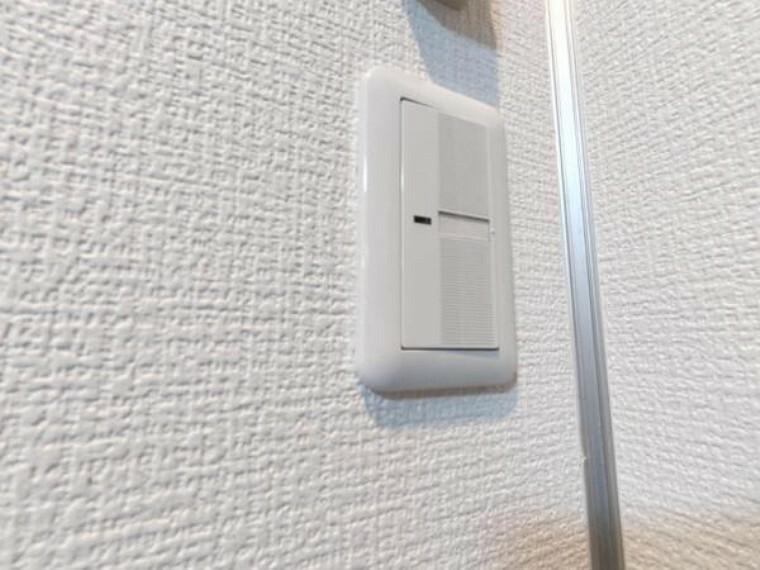 【設備写真】照明スイッチはワイドタイプです。毎日手に触れる場所なので、しっかりとクリーニングを行いました。見た目もオシャレで押しやすいです。
