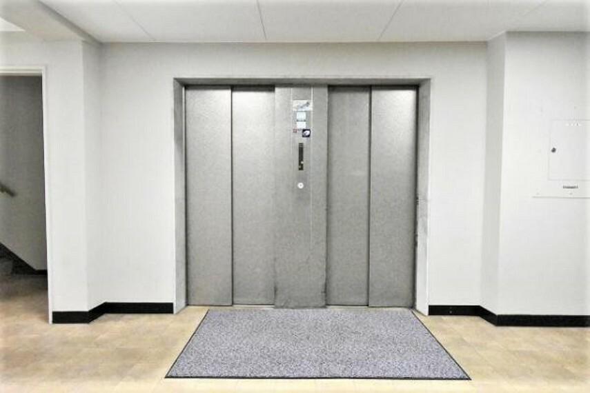 エレベーター 急いでいる朝のお時間帯に便利な2基エレベーター