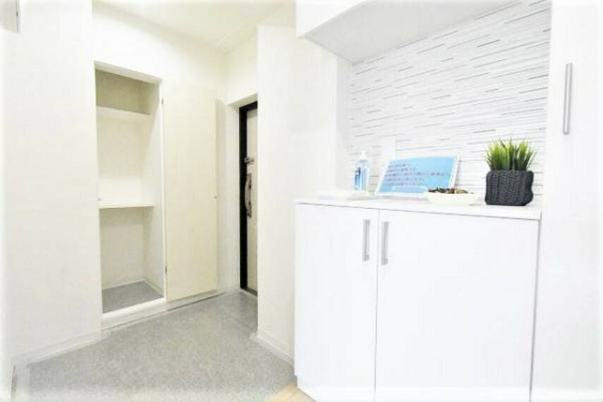 玄関 玄関がいつも片づく大容量シューズボックス!玄関に2か所の収納スペースがございます!