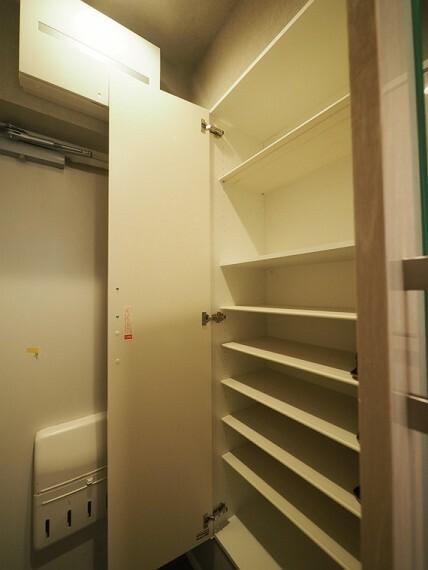 収納 トールタイプのシューズボックスをご用意。シューケア用品などの収納できます