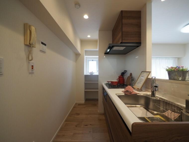 キッチン 新規内装リノベーション物件。安心のアフターサービス保証付きです