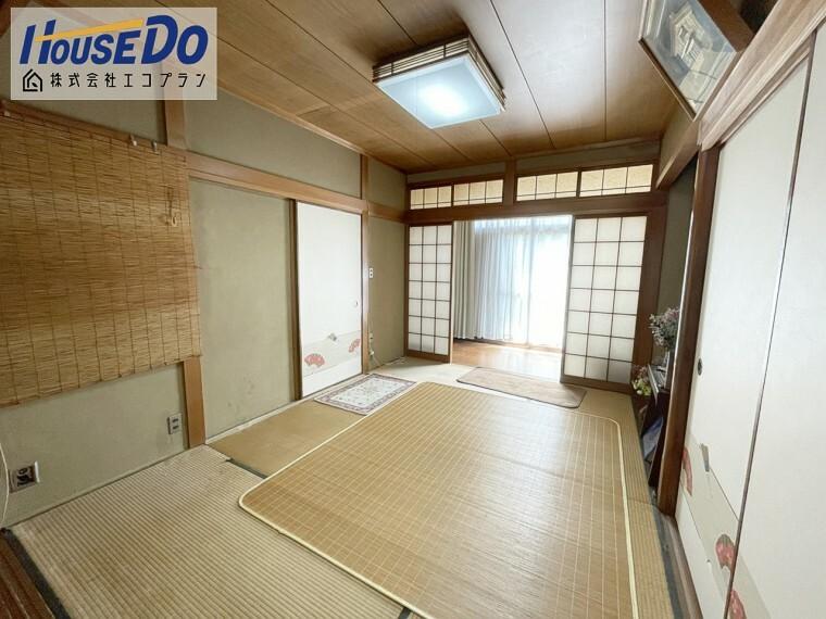 和室 1階には和室の続き間があり、 贅沢な空間が広がっています  襖を取り払って広く使えるので、 イベントや行事で使いやすいですね