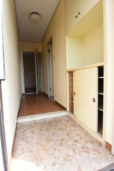 玄関 家の顔である玄関。靴の収納スペースがあるのでスッキリ綺麗に片付きます。